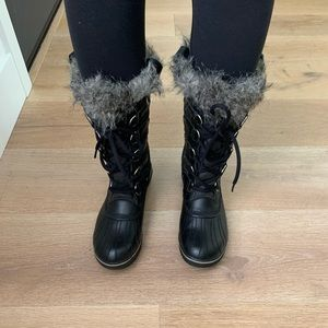 Sorel women's back snow/rain boots size 7